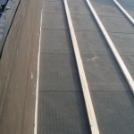 Lagt takpapp och läkt på taket till tillbyggnaden