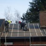 Pågående montering av läkt på nylagd takpapp- Tillbyggnad